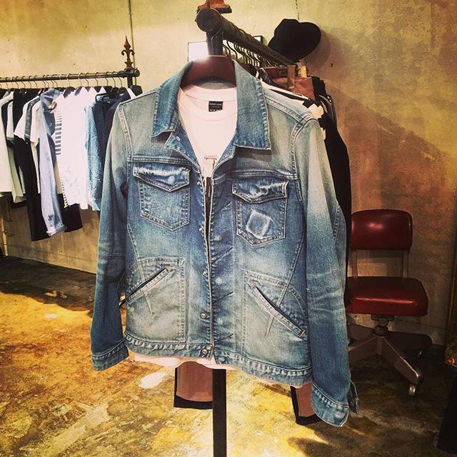 NUMBER (N)INE DENIM JAKETナンバーナインのデニムジャケット。胸ポケットのジッポ跡イメージの細かい色落ちまでしっかりと加工が施されています。#numbernine #ナンバーナイン #mood #alleycompany #alleyonlineshop #jacket #ジャケット #denim #デニム #fashion #instafashion #instagood #instafollow #follow #followme #ファッション #ファッションアイテム #通販 - from Instagram