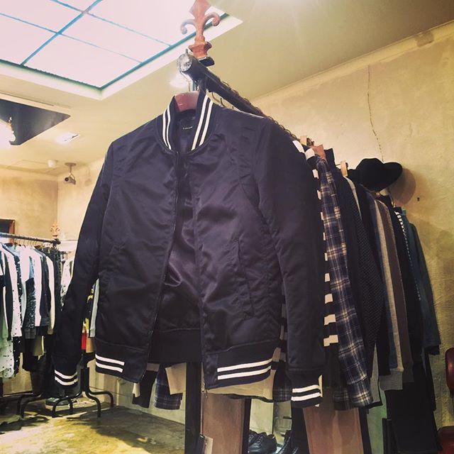 LOUNGE LIZARD ナイロンツイルブルゾン 5596ラウンジリザードのナイロンブルゾン。サラリとしたナイロン生地にコンパクトな、スリムシルエット。リブのホワイトラインがポイント。#loungelizard #ラウンジリザード #mood #alleycompany #alleyonlineshop #jacket #blouson #fashion #instagood #instafollow #instafashion #good #likes #ファッション #ファッションアイテム #通販 #宇都宮 #follow #followme - from Instagram