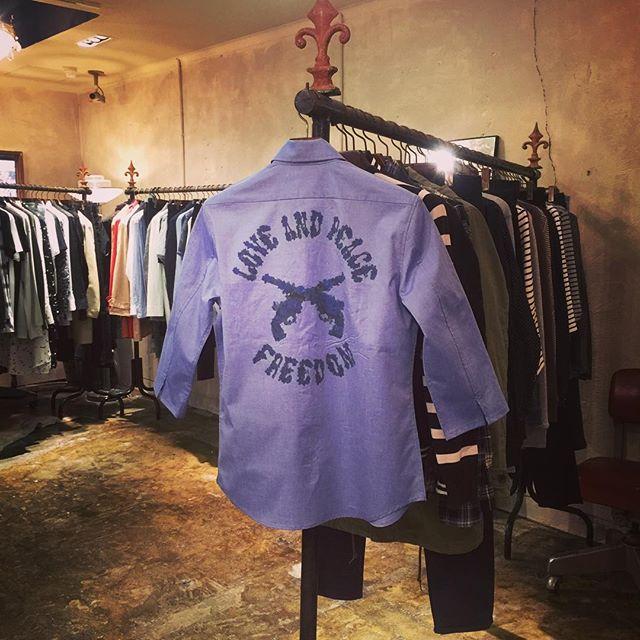 roar ROSE PISTOL 七分袖シャツロアーのインクジェットバックプリントのシャツです。#mood #alleyonlineshop #alleycompany #通販 #宇都宮 #roar #roarguns #ロアー #fashion #followme #follow #instagood #instafollow #instafashion #ファッション #ファッションアイテム #shirts #シャツ #love #likes - from Instagram