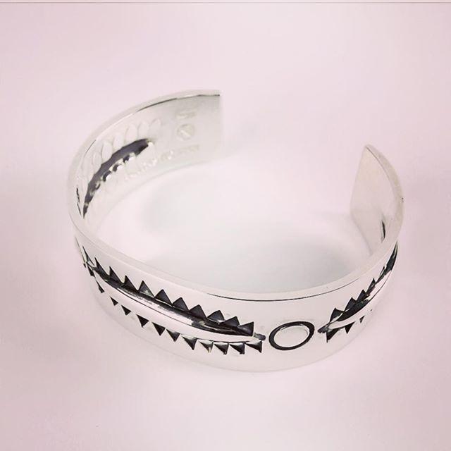 FANTASTIC MAN BANGLE 106ファンタスティックマンのバングル、106モデルです。#fantasticman #ファンタスティックマン #mood #alleycompany #alleyonlineshop #bangle #bracelet #silver #accessories #バングル #ブレスレット #シルバー #アクセサリー #fashion #ファッション #follow #followme #instafollow #instagood #instafashion #宇都宮 #セレクトショップ #通販 #栃木 - from Instagram