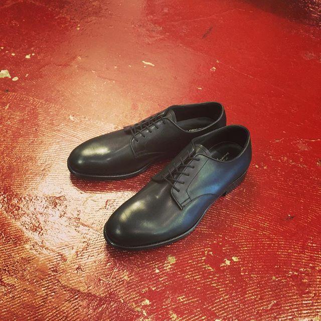 FOOTSTOCKORIGINALS プレーントゥ外羽根レザーシューズフットストックオリジナルズのレザーシューズ。日本人が誇る職人技術が詰まった一足。#footstockoriginals #フットストックオリジナルズ #mood #alleycompany #alleyonlineshop #shoes #シューズ #靴 #instamood #instacool #instafashion #通販 #fashion #ファッション #r_fashion #栃木 #宇都宮 #セレクトショップ #ファッションアイテム - from Instagram