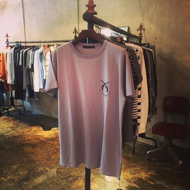 roar PISTOL SMILE BIG TEEロアーのビッグサイズTシャツ。胸のピストルスマイルマークが、キャッチー。#roar #ロアー #mood #alleycompany #alleyonlineshop #通販 #ファッション #宇都宮 #栃木 #r_fashion #tshirts #tシャツ #fashion #instagood #instafashion #instacool #セレクトショップ #ファッションアイテム - from Instagram