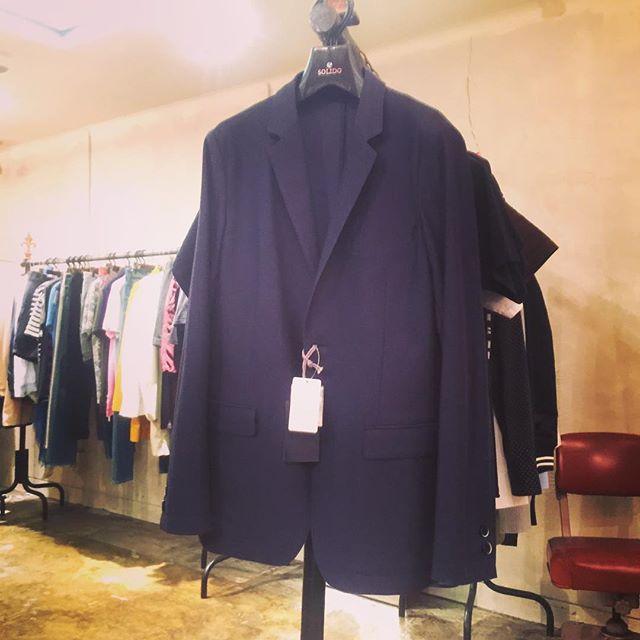 SOLIDO 2B JACKET NAVYソリードの度詰め鹿の子テーラードジャケットです。セットアップパンツもあります。#solido #ソリード #jacket #ジャケット #suits #スーツ #セットアップ #mood #alleycompany #alleyonlineshop #fashion #メンズファッション #ファッション #ファッションアイテム #instafashion #instagood #instacool #instafollow #fashiongram #宇都宮 #栃木 #通販 #セレクトショップ - from Instagram