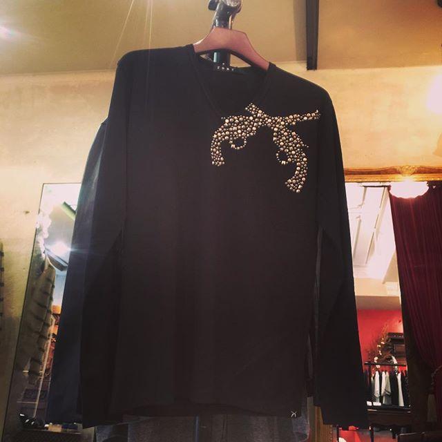 roar mosaic pistol v neck long sleeve TロアーのVネックの胸にモザイクピストルをあしらったロンT。#roar #ロアー #mood #alleycompany #alleyonlineshop #tshirts #tshirt #tシャツ #ロンt #fashion #fashiongram #ファッション #メンズファッション #ファッションアイテム #通販 #セレクトショップ #栃木 #宇都宮 #instagood #instafashion #instacool #instalike #r_fashion - from Instagram