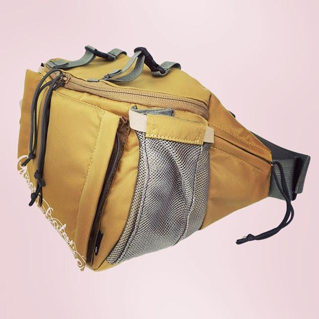 UNDERCOVER waist bag Chaos/Balanceアンダーカバーのウエストバッグ、もちろんボディバッグとしても。収納力抜群。ベージュカラー。#undercover #undercoverism #アンダーカバー #アンダーカバーイズム #mood #alleycompany #alleyonlineshop #bag #waistbag #bodybag #バッグ #ウエストバッグ #ボディバッグ #fashion #fashiongram #instafashion #instagood #instalike #instacool #お洒落さんと繋がりたい #ファッション #メンズファッション #ファッションアイテム #2016aw #通販 #通販可能 #宇都宮 #栃木 #セレクトショップ #新作 - from Instagram