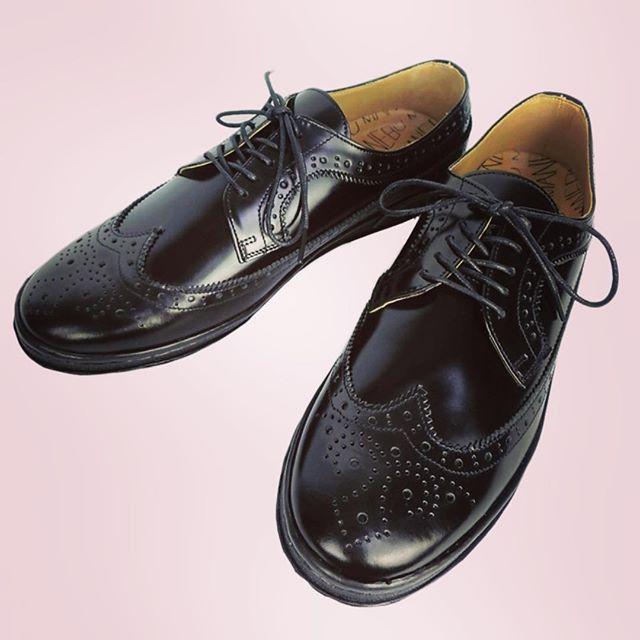 MANEBU UKI FACE SKIN WINGCHIP SHOESマネブのウィングチップシューズ。ブラックカラーのスニーカーソールにクラシカルアッパーの遊び心。#manebu #マネブ #mood #alleycompany #alleyonlineshop #shoes #sneakers #シューズ #靴 #スニーカー #fashion #ファッション #メンズファッション #ファッションアイテム #足元 #通販可能 #宇都宮 #栃木 #お洒落さんと繋がりたい #r_fashion #セレクトショップ - from Instagram