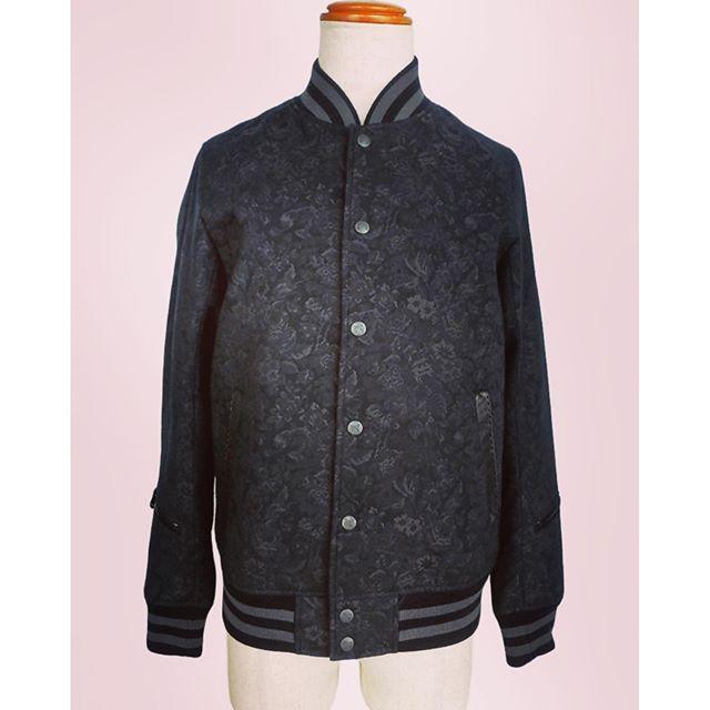 roar GOBELIN TAPESTRY JACKETロアーの花柄のゴブラン織り生地のジャケットです。ジャカードに近い、織りの凹凸と光の当たり角度で花柄を表現しています。#roar #ロアー #mood #alleycompany #alleyonlineshop #通販 #セレクトショップ #宇都宮 #栃木 #jacket #ジャケット #ブルゾン #アウター #fashion #fashiongram #ファッション #メンズファッション #ファッションアイテム #instafashion #instalike #instagood #instacool #お洒落さんと繋がりたい #おしゃれさんと繋がりたい #r_fashion - from Instagram