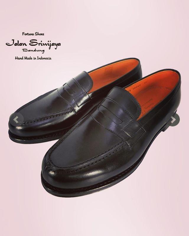 JALAN SRIWIJAYA ジャランスリウァヤ 98589 ローファー ブラック ○○#jalansriwijaya #ジャランスリウァヤ #ジャランスリワヤ #ローファー #shoes #シューズ #靴 #メンズシューズ #mensshoes #fashion #fashiongram #mensfashion #instafashion #ファッション #メンズファッション #通販 #ファッション通販 #オンラインショップ #セレクトショップ #ネットショップ #alleycompany #alleyonlineshop #おしゃれさんと繋がりたい #お洒落さんと繋がりたい #お洒落好きな人と繋がりたい #おしゃれな人と繋がりたい #靴好きな人と繋がりたい