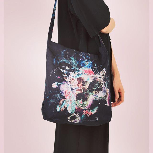 LAD MUSICIAN ラッドミュージシャン フラワーバッグ ブラック×ビビッド CANVAS FLOWER BAG 2319-931 ○○#ladmusician #ラッドミュージシャン #バッグ #bag #ショルダーバッグ #花柄 #フラワー #fashion #fashiongram #mensfashion #instafashion #メンズファッション #ファッション #ストリートファッション #アウトドアファッション #セレクトショップ #オンラインショップ #ネットショップ #通販 #ファッション通販 #alleycompany #alleyonlineshop #おしゃれさんと繋がりたい #お洒落さんと繋がりたい #おしゃれな人と繋がりたい