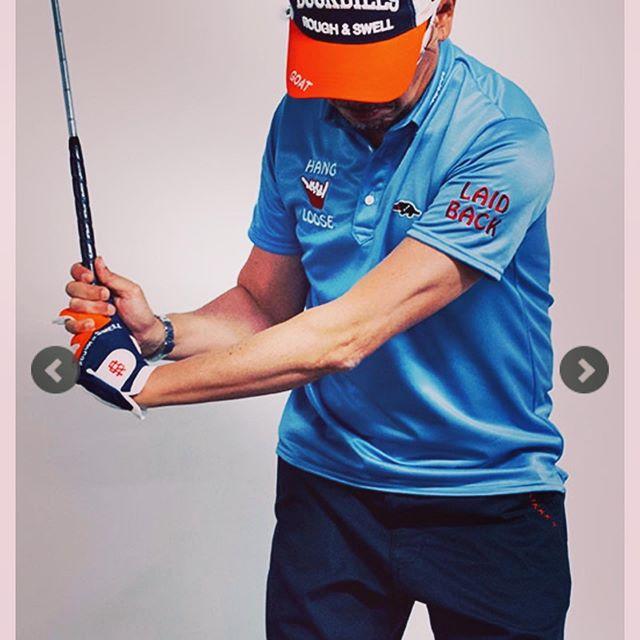 普段のファッションとゴルフのファッションはもちろん着るものは変わるので、こっちもしっかり楽しみたいですね️ ○○rough&swell ラフアンドスウェル ポロシャツ サックス HANG LOOSE POLO RSM-19002 ○○#roughandswell #ラフアンドスウェル #golf #ゴルフ#ゴルフウェア #ゴルフコーデ #ゴルフファッション #ゴルフ男子 #ポロシャツ #ポロ #poloshirt #シャツ #fashion #fashiongram #mensfashion #instafashion #ファッション #メンズファッション #セレクトショップ #オンラインショップ #ネットショップ #通販 #ファッション通販 #alleycompany #alleyonlineshop #ゴルフウェアブランド #ゴルフウェアコーデ #ゴルフコーディネート #ゴルフスタイル