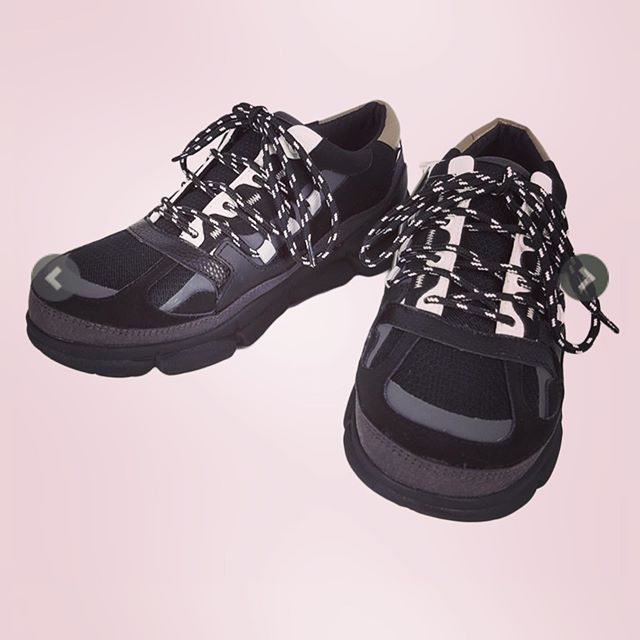 White Mountaineering ホワイトマウンテニアリング VIBRAM SOLE CONTRASTED SNEAKER ビブラムソール コントラスト スニーカー ブラック WM1973801 ○○#whitemountaineering #ホワイトマウンテニアリング #2019aw #スニーカー#シューズ #靴 #sneakers #shoes #alleycompany #alleyonlineshop #新作 #mensfashion #メンズファッション #セレクトショップ #オンラインショップ #ファッション通販 #ストリートファッション #アウトドアファッション #streetfashion