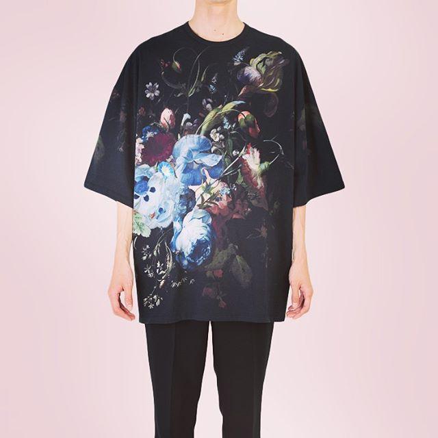 LAD MUSICIAN ラッドミュージシャン 14/1 T-CLOTH FLOWER S/BIG T-SHIRT フラワースーパービッグTシャツ ブラック×ベーシック 2219-716 ○○#ladmusician #ラッドミュージシャン #Tシャツ #tshirt #ビッグt #花柄 #フラワープリント#fashion #fashiongram #mensfashion #instafashion #メンズファッション #ファッション #モード系 #モード系ファッション #streetfashion #ストリートファッション #セレクトショップ #オンラインショップ #ネットショップ #通販 #ファッション通販 #alleycompany #alleyonlineshop #mood #お洒落好きな人と繋がりたい #おしゃれさんと繋がりたい #オシャレさんと繋がりたい