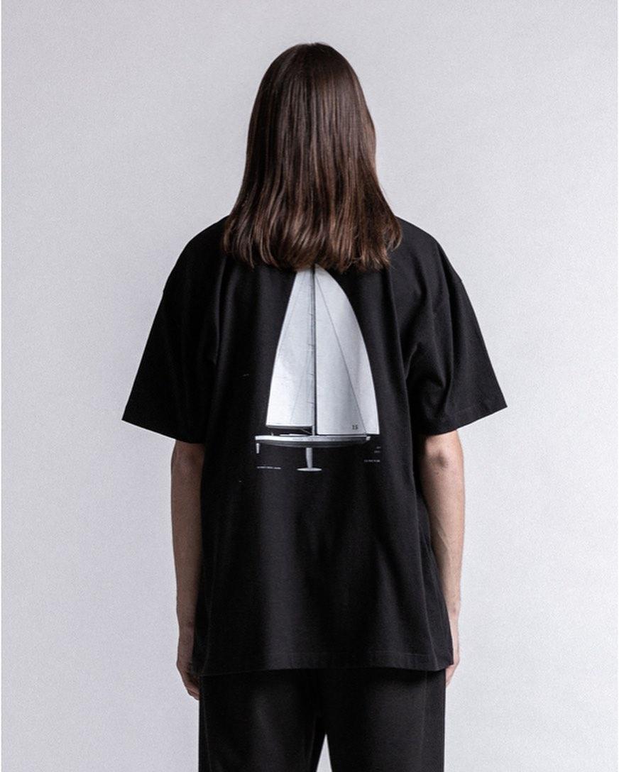 STAMPD スタンプド Sail Tee Tシャツ ブラック S-M2189TE ・・税込19,250円 ・・#stampd #スタンプド #tshirt#tshirts#tシャツ #streetfashion#ストリートファッション #streetstyle #streetwear #ラグジュアリーストリート #ラグジュアリーファッション #mensfashion #メンズファッション #selectshop #セレクトショップ#alleyonlineshop #alleycompany #mood #オンラインショップ#ネットショップ#ファッション通販#通販サイト#メンズファッション#正規取扱店 #正規品