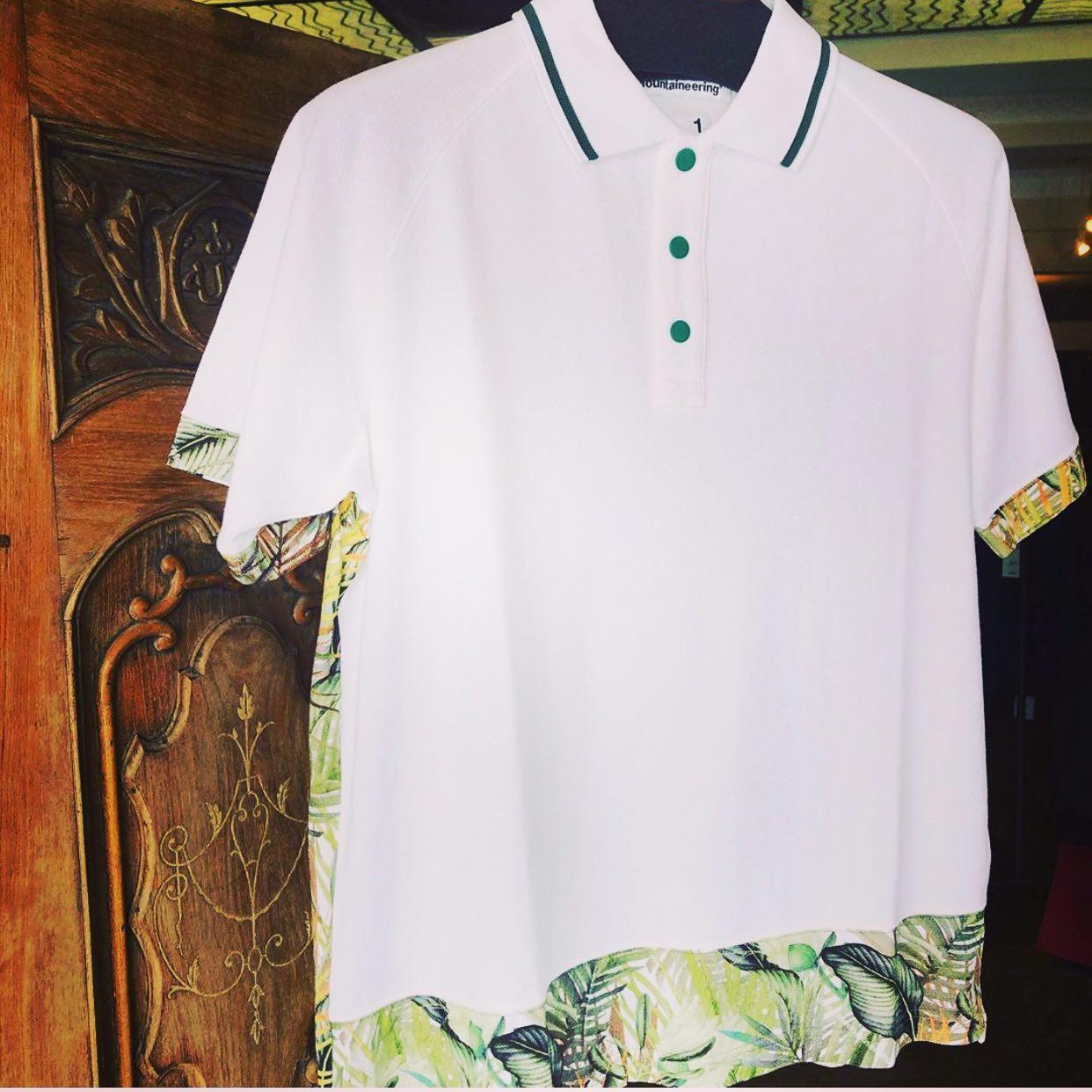 【商品紹介】White Mountaineering ホワイトマウンテニアリング BOTANICAL PRINTED RAGLAN POLO SHIRT ボタニカル ラグラン ポロシャツ ホワイト WM2071509ベース生地は鹿の子、袖、裾、後ろ身頃はボタニカル柄生地でしかもラグラン。ポロシャツを着る季節を見た目で伝えるアイテムになります。ALLEY OnlineShopプロフィール、商品タグからECサイトもご覧頂けます。お問い合わせはサイトからお気軽にご連絡下さい。#whitemountaineering #ホワイトマウンテニアリング
